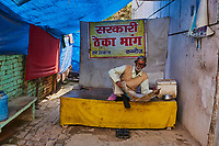 Inde, Uttar Pradesh, Kannauj, l'heure du journal// India, Uttar Pradesh, Kannauj, newspaper time