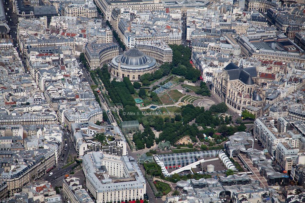 Bourse de Commerce and the Jardin des Halles.