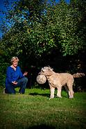 Maria Zweerman met haar hond in actie