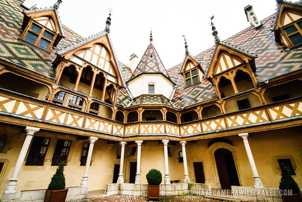 Courtyard of Hotel Dieu / Hospices de Beune