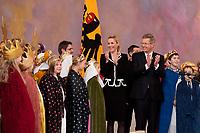 06 JAN 2012, BERLIN/GERMANY:<br /> Christian Wulff (R), Bundespraesident, und Bettina Wulff (M), Gattin des Bundespraesidenten, applaudieren den Sternsingern, waehrend dem Sternsingerempfang der 54. Aktion Dreikoenigssingen 2012, Grosser Saal, Schloss Bellevue<br /> IMAGE: 20120106-01-043<br /> KEYWORDS: Sternsinger, Heilige drei Könige, Heilige drei Koenige, Dreikönigssingen