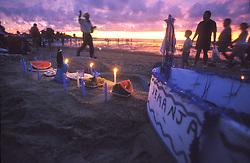 Montevideu, Uruguai. 02  de Fevereiro de 2001.Festa de Iemanja em Praia de Montevideu./Iemanja Party at Montevideo beach.Marcos Issa/ Argosfoto.www.argosfoto.com.br
