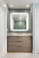 ALS_DC Bathroom, lighted mirror
