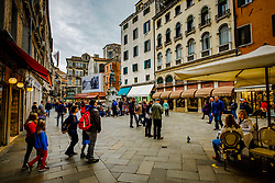 Tourist in Campo S. Bortolomio near the Rialto Bridge, Venice, Italy<br /> <br /> (c) Andrew Wilson | Edinburgh Elite media