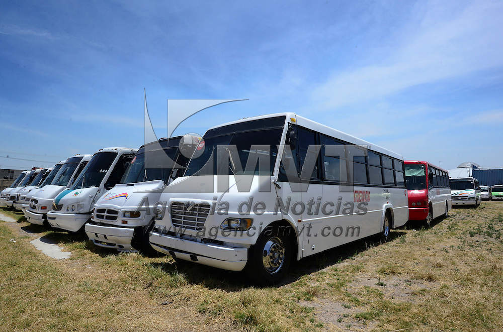 Toluca, México (Abril 28, 2016).- Más de 200 unidades del transporte público se encuentran fuera de circulación en el Valle de Toluca,  en un corralón de la Secretaria de Movilidad, se prevé que para junio sean 500 y en septiembre un total de mil 200.  Agencia MVT / Crisanta Espinosa.
