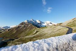 THEMENBILD - Panoramablick der Grossglockner Hochalpenstrasse am Fuschertoerl. Sie verbindet die beiden Bundeslaender Salzburg und Kaernten mit einer Laenge von 48 Kilometer und ist als Erlebnisstrasse vorrangig von touristischer Bedeutung, aufgenommen am 31. Juli 2015, Fusch, Oesterreich // Panoramic View, The Grossglockner High Alpine Road connects the two provinces of Salzburg and Carinthia with a length of 48 km and is as an adventure road priority of tourist interest at Fusch, Austria on 2015/07/31. EXPA Pictures © 2015, PhotoCredit: EXPA/ JFK