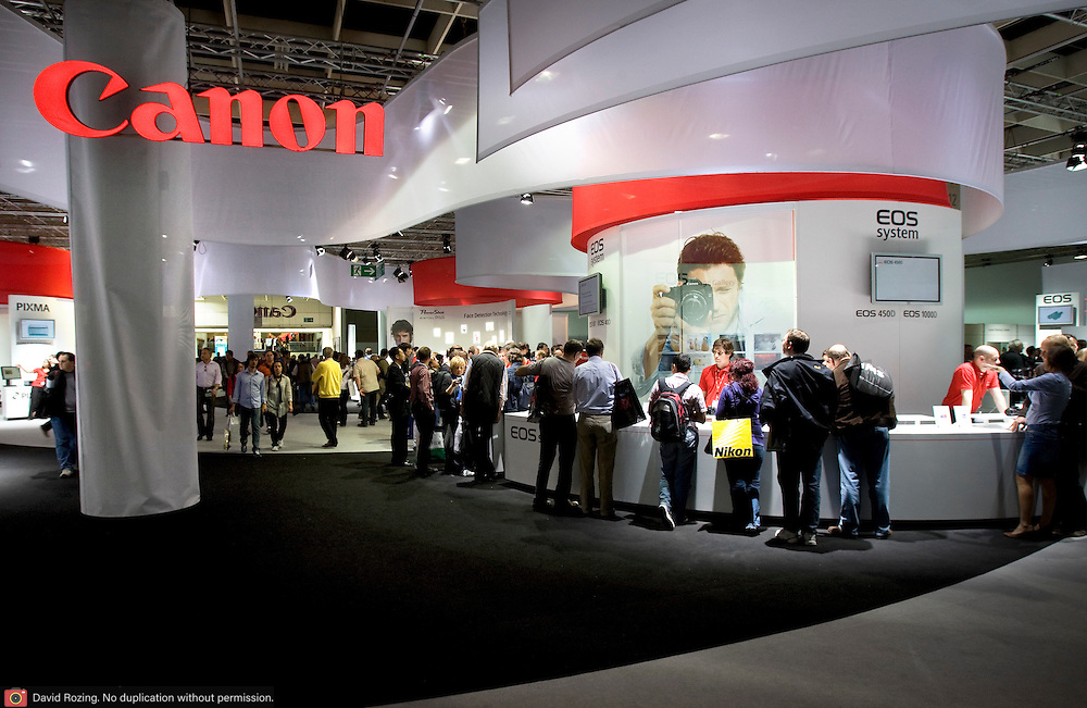 Germany, Koln 27 september 2008 20080927 Foto: David Rozing ..Photokina 2008, grootste vakbeurs voor fotografie. Canon stand, canon introduceerde de 5d Mark II op deze beurs ..Photokina 2008 Koln, largest traide fair in imaging sector.Canon stand, canon introduced the 5d mark II on this fair..photokina 2008 presents the future of worldwide image communication..1,523 suppliers from 49 countries at the World of Imaging.66 percent from abroad.Companies exhibiting at larger stands in Cologne.More than 200 new exhibitors.photokina strengthens its position as the leading international trade fair for the entire imaging sector.Fair to feature outstanding supporting program..Foto David Rozing