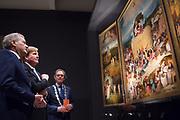 Koning Willem-Alexander opent de tentoonstelling Jheronimus Bosch - Visioenen van een genie in Het Noordbrabants Museum. <br /> <br /> King Willem-Alexander opens the exhibition Hieronymus Bosch - Visions of a genius in the North Brabant Museum.<br /> <br /> Op de foto / On the photo:  Koning Willem-Alexander bekijkt De Hooiwagen van Jheronimus Bosch in Het Noordbrabants Museum.<br /> <br /> King Willem-Alexander looks at the painting of  de Hooiwagen Jheronimus  Bosch in the Noordbrabants Museum.