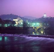 Torino il fiume Po ed i Murazzi