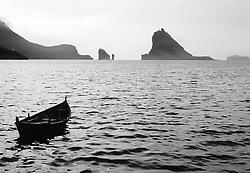 Boat and mountains in Faroe Islands  - Bátur og landslag í Boyr í Færeyjum /