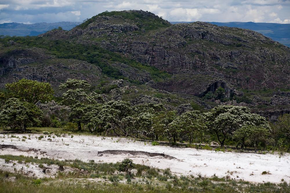 Diamantina_MG, Brasil...Montanha em Diamantina...A mountain in Diamantina...Foto: LEO DRUMOND / NITRO