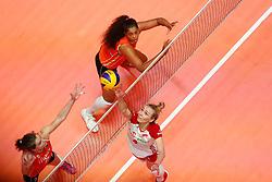 20180529 NED: Volleyball Nations League Netherlands - Poland, Apeldoorn<br />Yvon Belien (3) of The Netherlands, Celeste Plak (4) of The Netherlands, Marlena Plesnierowicz (4) of Poland <br />©2018-FotoHoogendoorn.nl