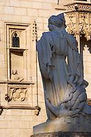 France, Cher (18), Bourges, palais Jacques-Coeur, statue de Jacques-Coeur // France, Cher (18), Bourges, Jaques Coeur Palace, statue of Jacques Coeur