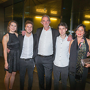 NLD/Amsterdam/20151124 - Premiere Hallo Bungalow, Stefan de Walle en partner Esther Scheldwacht en kinderen Moos en Billy