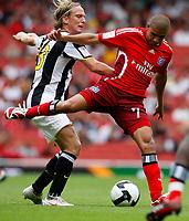 Photo: Richard Lane/Richard Lane Photography. Juventus v SV Hamburg. Emirates Cup. 03/08/2008. Hamburg's Mohamed Zidan is challenged by Juventus' Christian Poulsen.