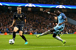 Bacary Sagna of Manchester City crosses the ball past Jozo Simunovic of Celtic - Mandatory by-line: Matt McNulty/JMP - 06/12/2016 - FOOTBALL - Etihad Stadium - Manchester, England - Manchester City v Celtic - UEFA Champions League Group C