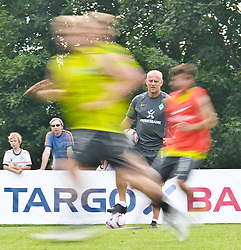 21.07.2010, Golfplatz, Donauschingen, GER, Trainingslager Werder Bremen 1. FBL 2010 - Day03 im Bild     Feature Wischer Thomas Schaaf ( Werder  - Trainer  COACH) EXPA Pictures © 2010, PhotoCredit: EXPA/ nph/  Kokenge+++++ ATTENTION - OUT OF GER +++++ / SPORTIDA PHOTO AGENCY