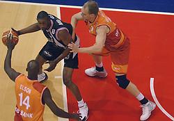 26-08-2005 BASKETBAL: NEDERLAND-BELGIE: GRONINGEN<br /> Nederland kan zich gaan opmaken voor een extra toernooi in Belgrado, waar de laatste strohalm moet worden gepakt ter handhaving in de A-groep. Dat is het gevolg van de 51-62 nederlaag / ILunga Mbenga, Pter van Paassen en Fransisco Elson<br /> ©2005-www.fotohoogendoorn.nl