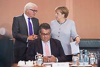 31 AUG 2016, BERLIN/GERMANY:<br /> Frank-Walter Steinmeier (R), SPD, Bundesaussenminister, Sigmar Gabriel (M), SPD, Bundeswirtschaftsminister, und Angela Merkel (L), CDU, Bundeskanzlerin, im Gespraech, vor Beginn der Kabinettsitzung, Bundeskanzleramt<br /> IMAGE: 20160831-01-027<br /> KEYWORDS: Kabinett, Sitzung, Gespräch