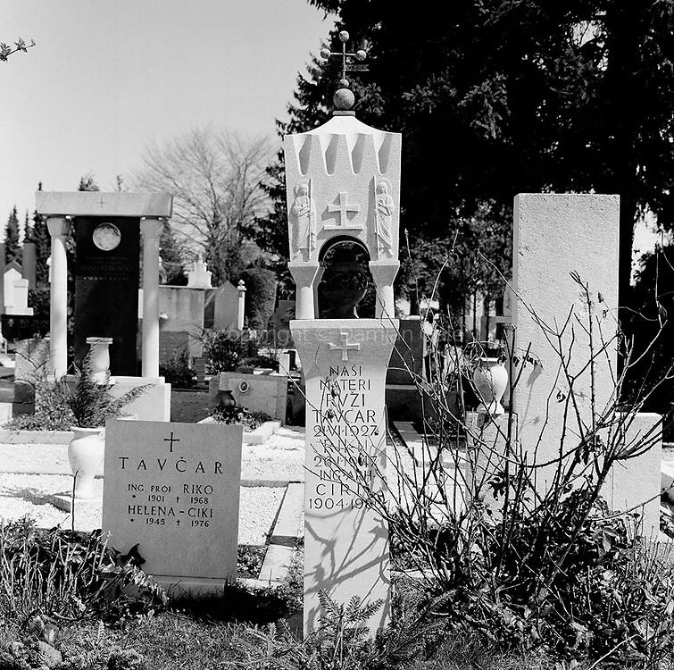 Tavcar Family Tomb