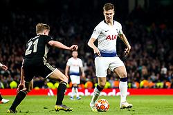 Juan Foyth of Tottenham Hotspur takes on Frenkie de Jong of Ajax - Mandatory by-line: Robbie Stephenson/JMP - 30/04/2019 - FOOTBALL - Tottenham Hotspur Stadium - London, England - Tottenham Hotspur v Ajax - UEFA Champions League Semi-Final 1st Leg