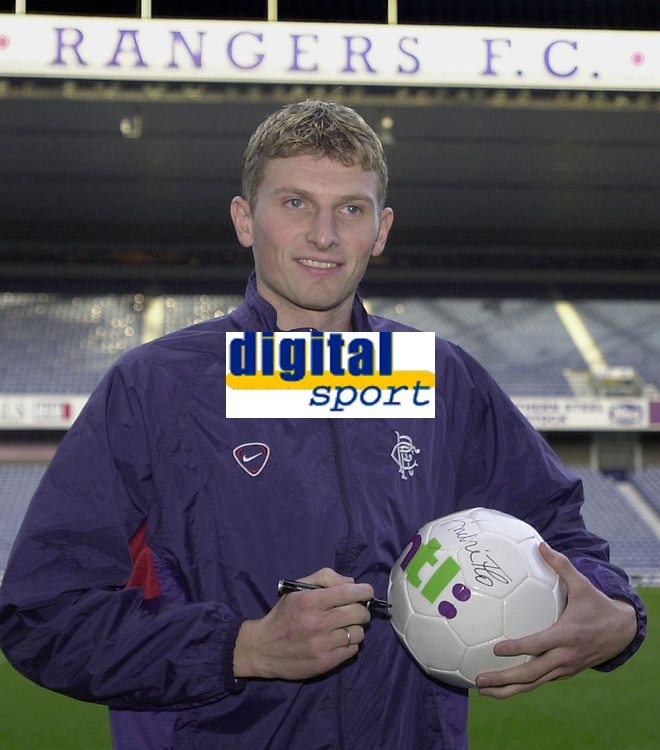 Tore Andre Flo signs for Rangers and traisn with squad for first time.<br />Pic Ian Stewart, November 23rd. 2000.<br />Torre Andre Flo at Ibrox park this afternoon after signing for Rangers.(Photo:Ian Stewart , Digitalsport