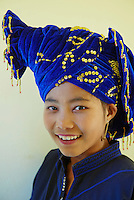 Myanmar (Birmanie), état Shan, lac Inle, village de Inn Dein, jeune femme de ethnie Pa-o // Myanmar (Burma), Shan state, Inle lake, young woman Pa-O ethnic group