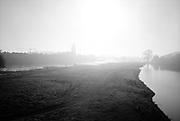 De IJssel rivier bij de stad Deventer, Oost nederland.