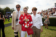 RODERICK CAMPBELL; EDIE CAMPBELL; SOPHIE HICKS, Glorious Goodwood. Ladies Day. 28 July 2011. <br /> <br />  , -DO NOT ARCHIVE-© Copyright Photograph by Dafydd Jones. 248 Clapham Rd. London SW9 0PZ. Tel 0207 820 0771. www.dafjones.com.