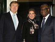 Symposium van de dr. Denis Mukwege Foundation. Het symposium staat in het teken van het Initiatief voor Herstel en Erkenning, een internationaal samenwerkingsverband dat de gevolgen van verkrachting als oorlogswapen moet verzachten. <br /> <br /> Symposium of the Dr Denis Mukwege Foundation. The symposium is dedicated to the Initiative for Reconstruction and Recognition, an international partnership that aims to mitigate the consequences of rape as a weapon of war.<br /> <br /> Op de foto / On the photo;  Koning Willem-Alexander, Groothertogin Maria Teresa van Luxemburg en Dr Denis Mukwege / King Willem-Alexander, Grand Duchess Maria Teresa of Luxembourg and Dr Denis Mukwege