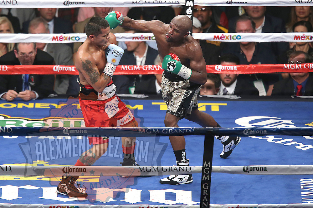 LAS VEGAS, NV - SEPTEMBER 13: (R-L) Floyd Mayweather Jr. v Marcos Maidana during their WBC/WBA welterweight title fight at the MGM Grand Garden Arena on September 13, 2014 in Las Vegas, Nevada. (Photo by Alex Menendez/Getty Images) *** Local Caption *** Floyd Mayweather Jr; Marcos Maidana