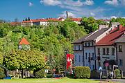 Centrum miasta Nowy Wiśnicz, na drugim planie na wzgórzu, zakład karny, Polska<br /> City center of Nowy Wiśnicz, on the top of the hill, penal institution, Poland