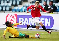 Fotball ,  10. oktober 2009 ,  privatkamp , Norge - Sør-Afrika<br /> <br /> Norway - South Africa<br /> <br /> Erik Huseklepp , Norge og Macbeth Sibaya , Sør- Afrika