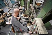 Nederland, Asten, 20-1-2020De klokken uit het carillon van de amerikaanse erebegraafplaats Arlington worden opnieuw gestemd bij Klokkengieterij Koninklijke Eijsbouts. Begin jaren 50 werden de klokken geschonken als dank voor de Marshall hulp. Elke provincie heeft een klok met eigen opschrift laten maken, evenals de overzeese gebiedsdelen . Foto: Flip Franssen