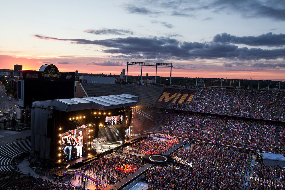 Florida Georgia Line performs as the sun sets  at the Luke Bryan Kick The Dust Up Tour at TCF Bank Stadium in Minneapolis June 20, 2015.
