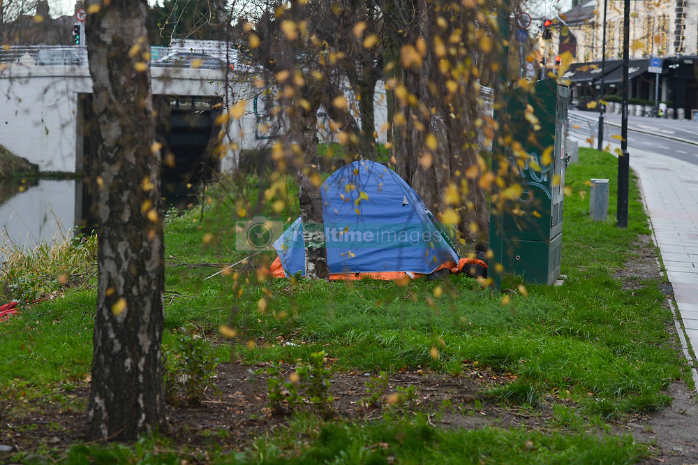 December 18, 2018 - Dublin, Ireland - A view of a rough sleeper's tent in South Dublin..There were 9,724 adults and children homeless in October 2018 across Ireland, an increase of 17% since October 2017. However, this number does not include 'hidden homelessness' which refers to people who are living in squats or 'sofa surfing' with friends, women and children staying in domestic violence refuges and people who are sleeping rough..On Tuesday, December 18, 2018, in Dublin, Ireland. (Credit Image: © Artur Widak/NurPhoto via ZUMA Press)