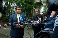 """04 SEP 2010, BERLIN/GERMANY:<br /> Sigmar Gabriel, SPD Parteivorsitzender, gibt Journalisten ein Statment, waehrend der SPD Buergerkonferenz """"Was ist fair?"""", Alte Feuerwache<br /> IMAGE: 20100904-01-148<br /> KEYWORDS: Kamera, Camera, Mikrofon, microphone, Journalist"""