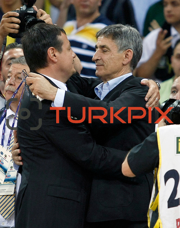 Fenerbahce Ulker's coach Bogdan TANJEVIC (R) and Efes Pilsen's coach Ergin ATAMAN (L) during their Turkish Basketball league Play Off Final Sixth Leg match Fenerbahce Ulker between Efes Pilsen at the Abdi Ipekci Arena in Istanbul Turkey on Wednesday 02 June 2010. Photo by Aykut AKICI/TURKPIX
