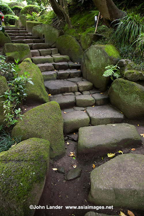 Hokokuji Temple in Kamakaura is one of the few zen temples with a traditional garden in Kamakura, where the rocks, bamboo groves, zen garden, trees and plants are blended with the hills and natural background of the landscape.