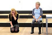 Openbare repetitie van de musical Hartsvrienden in de Kauwgomballen Studio's in Amsterdam.<br /> <br /> op de foto:  Vera Mann en Maike Boerdam