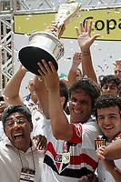 20100125: SAO PAULO, BRAZIL - Sao Paulo FC vs Santos - Sao Paulo Youth Cup 2010 Final. Sao Paulo FC won on the penalty shootout. In picture: Sao Paulo players celebrating with the trophy. PHOTO: CITYFILES