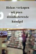 Nederland, Nijmegen, 29-2-2020 Lege schappen waar normaal desinfecterende gel staat bij de winkels van Kruidvat en Etos. Handgel en desinfecterende zeep zijn uitverkocht omdat mensen het hamsteren. Foto: Flip Franssen