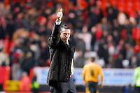 Photo: Leigh Quinnell/Sportsbeat Images.<br /> Charlton Athletic v Hull City. Coca Cola Championship. 22/12/2007. Hull manager Phil Brown gives the crowd a thumbs up at the end of the game.