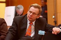 18 FEB 2003, BERLIN/GERMANY:<br /> Dr. Manfred Richter-Reichhelm, 1. Vorsitzender der Kassenaerztlichen Bundesvereinigung, a.o. Deutscher Aerztetag, Axica Tagungszentrum, Pariser Platz<br /> IMAGE: 20030218-01-042<br /> KEYWORDS: Deutscher Ärztetag