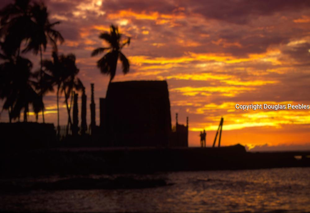Sunset with couple, Puuhonua O Honaunau , City of refuge, Island of Hawaii<br />