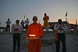 April 16, 2020, Prayagraj, Uttar Pradesh, India: Prayagraj: A priest performing Ganga Aarti during the extended nationwide lockdown imposed by government as a preventive measure against COVID-19 coronavirus, in Allahabad, India on April 16, 2020. (Credit Image: © Prabhat Kumar Verma/ZUMA Wire)