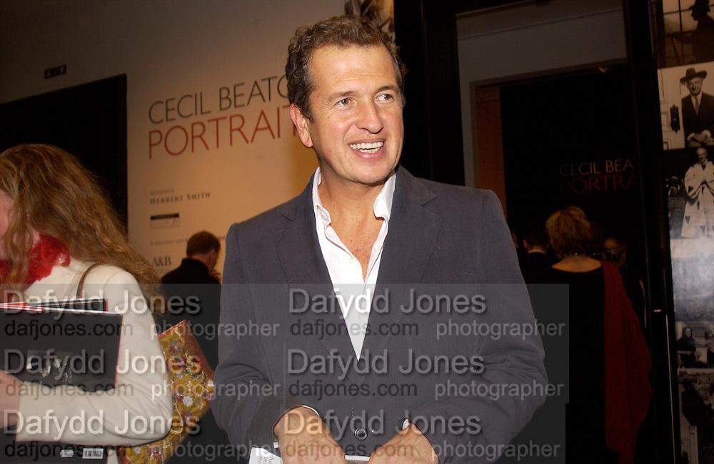 Mario Testino, Cecil Beaton portraits, National Portrait Gallery, 4 February 2004. © Copyright Photograph by Dafydd Jones 66 Stockwell Park Rd. London SW9 0DA Tel 020 7733 0108 www.dafjones.com