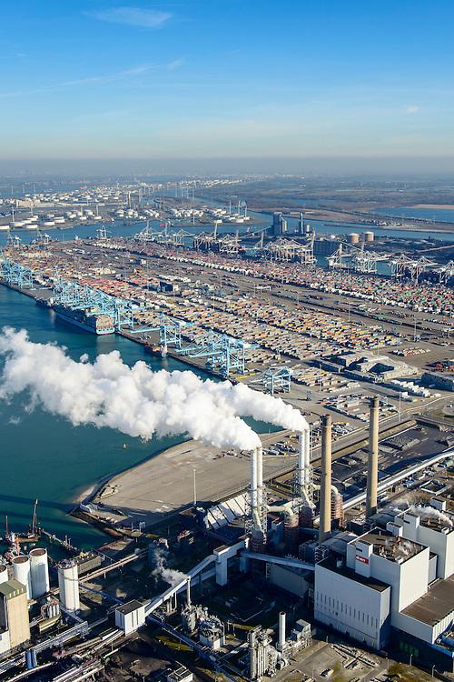 Nederland, Zuid-Holland, Rotterdam, 18-02-2015; Maasvlakte kolencentrales 1 en 2 van E.ON met de dubbele schoorsteen. De elektriciteitscentrale met de losstaande schoorsteen is de nieuwe centrale Maasvlakte Power Plant MPP3. In de achtergrond de ECT Deltaterminal en de APM terminal.<br /> Maasvlakte with the coal-fired Maasvlakte Power Plant E.ON<br /> <br /> luchtfoto (toeslag op standard tarieven);<br /> aerial photo (additional fee required);<br /> copyright foto/photo Siebe Swart