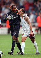 Shaka Hislop and Paolo Di Canio (West Ham) congratulate each other at the end of the game, drawing 2-2 after being 2-0 down. West Ham United v Manchester United, FA Premiership, 26/08/2000. Credit: Colorsport / Matthew Impey.