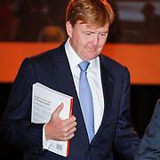 NLD/Arnhem/20121103 - 100 Jarig bestaan NOC/NSF Sportparade,  Prins Willem-Alexander met het boek onder zijn arm